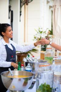service et buffet à La Table de Cana