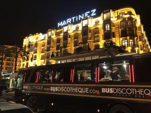 Festival Cannes 2017 Martinez                    Discobus rouge